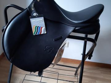 Selling: New Bates Caprili all purpose saddle
